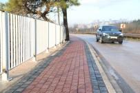 KORKULUK - İzmit'de Caddeler Kaldırımlarla Düzenleniyor