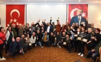 PAZAR GÜNÜ - Kupaları Başkan Uysal Verdi