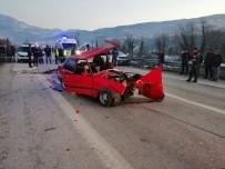 POLİS EKİPLERİ - Otomobiller Kafa Kafaya Çarpıştı Açıklaması 2 Ölü, 1 Yaralı