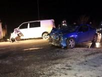 Sakarya'da Panelvan Araç İle Otomobil Çarpıştı Açıklaması 9 Yaralı