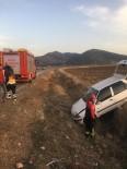 Denizli'de Otomobil Şarampole Girdi Açıklaması 2 Çocuk Yaralı