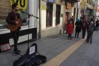 Giresun'da Sokak Müzisyenleri Depremzedeler İçin Çaldı