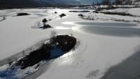 HAVA SICAKLIĞI - Bayburt'ta Soğuk Hava Göl Ve Derelerin Yüzeyini Dondurdu