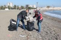 ÇEVRE TEMİZLİĞİ - Kızılay Gönüllüleri Sahili Plastik Atıklardan Temizledi