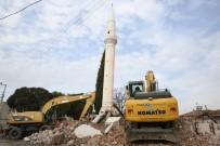 Manisa'da Depremde Ağır Hasar Gören Caminin Yıkımı Yapıldı