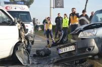 Ticari Araçla Minibüs Kafa Kafaya Çarpıştı Açıklaması 5 Yaralı