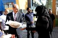 KUVEYT - Kuveyt Ve İngiltere Merkezli Dernekler Akçakale'de Ekmek Dağıttı