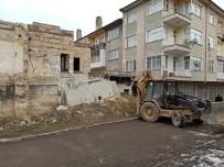 EYLEM PLANI - Nevşehir'de Metruk Binalar Yıkılıyor