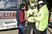 KIRMIZI IŞIK - Polis Yolcu Kılığına Girip Kurallara Uymayan Şoförlere Ceza Kesti