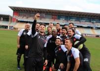 HAMIT ALTıNTOP - Suriyeli Gençler, Eski Ünlü Futbolcularla Gösteri Maçına Çıktı