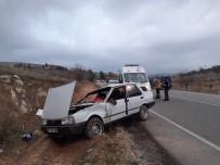 Taklalar Atan Otomobil Kayalıklara Çarparak Durabildi Açıklaması 8 Yaralı