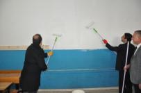 ONARIM ÇALIŞMASI - Vali Pehlivan Okulda Boya Yaptı