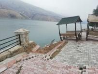 FERİBOT İSKELESİ - Deprem Feribot İskelesini Yıktı