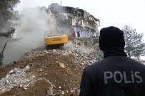 Depremde Ağır Hasar Gören Sivrice İlçe Emniyet Müdürlüğü Binası Yıkılıyor