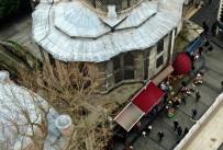 Duman Altında Kalan Tarihi Nuruosmaniye Cami Duvarındaki İs Havadan Görüntülendi