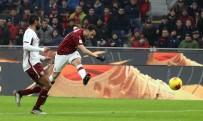 MİLLİ FUTBOLCU - Hakan Çalhanoğlu Milan'ı Yarı Finale Taşıdı