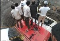 NARENDRA MODI - Hindistan'da Kaza Yapan Otobüs Çukura Düştü Açıklaması 27 Ölü, 32 Yaralı
