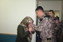 HAREKAT POLİSİ - Kahraman Özel Harekatçı Kurtardığı Depremzedeyi Ziyaret Etti