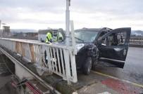 Kamyonet Servis Minibüsüne Arkadan Çarptı Açıklaması 4 Yaralı