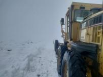 KARACADAĞ - Kar Yağışı Sonrası Köy Yollarına Anında Müdahale