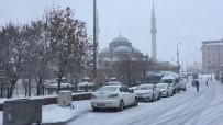 Karlıova'da Kar Yağışı Etkili Oldu
