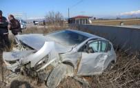 Otomobil Şarampole Savruldu, Sürücü Yaralandı