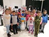 TEMİZLİK GÖREVLİSİ - Bağcılarlı Minikler Robotlarla Bir Gün Geçirdi