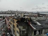 Eminönü'nde Isınmak İçin Kullanılan Elektrikli Soba Yangın Çıkardı