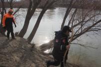 KARASU NEHRİ - Erzincan'da 37 Gündür Kayıp Adamın Bulunması İçin Kadavra Köpekleri De Arama Çalışmasına Katıldı
