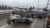 YOLCU MİNİBÜSÜ - Kırıkkale'de İki Ayrı Trafik Kazası Açıklaması 7 Yaralı