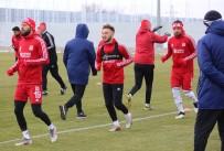 RıZA ÇALıMBAY - Lider Sivasspor'da Neşeli İdman