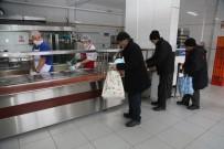 Odunpazarı Belediyesi Aşevi Her Gün Bin 100 İhtiyaç Sahibine Vatandaşa Yemek Dağıtıyor