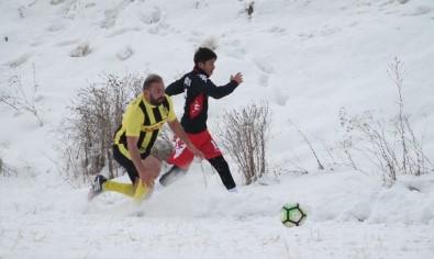 Şehidin Anısına Düzenlene Futbol Turnuvasının Şampiyonu Çatıksu Taşlıbend Spor Oldu