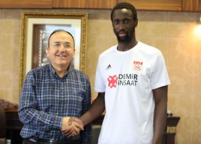 Sivasspor Samba Camara'yı kadrosuna kattı