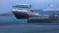 SAUNA - Yolcu Gemisinin Rüzgarla Mücadelesi