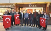 Çarşıyı Türk Bayraklarıyla Donattılar