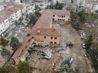 Depreme Dayanıklı Olmayan Okul Belediye Tarafından Yıkıldı