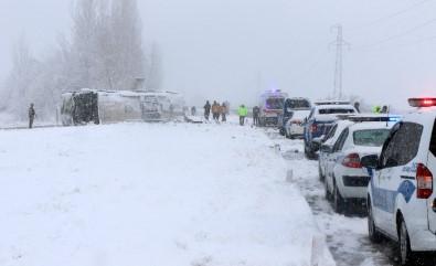 Erzincan'da Buzlanan Yolda Otobüs Yan Yattı Açıklaması 46 Yaralı