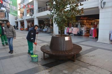 İzmit Belediye Meydanının Çehresi Değişti