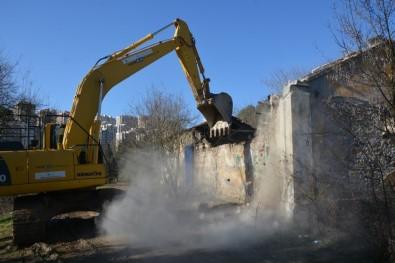 İzmit'te Tehlike Oluşturan Binalar Yıkılıyor