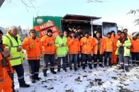 AKSARAY BELEDİYESİ - Kar Mesaisinde Çalışan Personele Sıcak Çorba