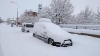 HÜSEYIN DOĞAN - Karlıova'da Kar Esareti Başladı, Köy Yolları Kapandı