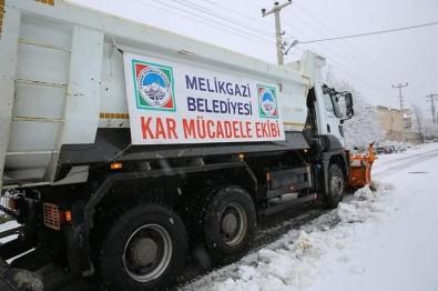 Melikgazi'de Kar Temizleme Çalışmaları Devam Ediyor
