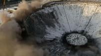 SOVYETLER BIRLIĞI - Rusya'da Dev Stadyum Yıkım Sırasında Çöktü