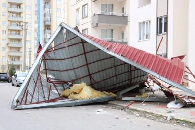 Rüzgar Çatıları Uçurdu, Tipi Ulaşımı Vurdu