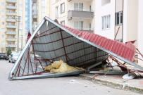 YAĞIŞLI HAVA - Rüzgar Çatıları Uçurdu, Tipi Ulaşımı Vurdu
