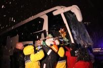 YOLCU OTOBÜSÜ - TEM'de Zincirleme Trafik Kazası Açıklaması 1 Ölü 19 Yaralı
