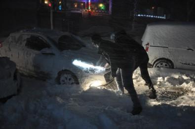 Yüksekova'ya Kar Yağışı Ve Tipi Hayatı Olumsuz Etkiledi