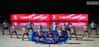 DANS GÖSTERİSİ - Anadolu Efes'in Maçında Gerçekleşen 'Kan Kanseri Mücadele Dansı' Büyük Alkış Topladı