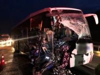 Bilecik'te Otobüs İle Tır Çarpıştı Açıklaması 17 Yaralı